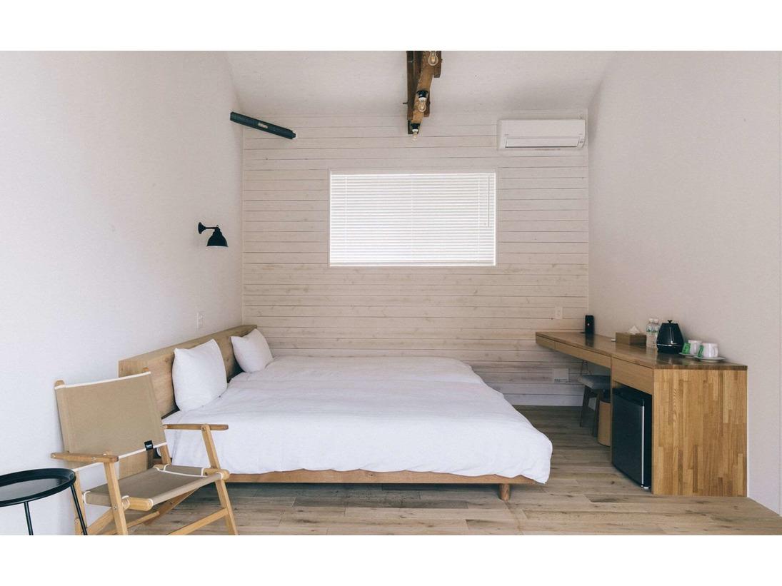 天井が高く開放感のある客室