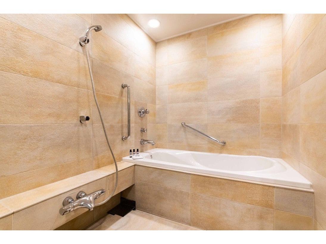 バスルームは洗い場と浴槽が独立したタイプとなります。