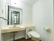 ツイン・トリプル・フォースルームはトイレ・浴室が分かれています。