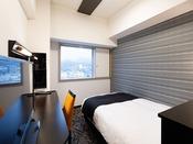 【シングルルーム】広さ14平米・ベッド幅120cm充電に便利な枕元コンセント完備・Wi-Fi接続無料