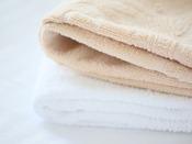 2名以上の客室では、色違いのフェイスタオル、バスタオルをご用意しています。