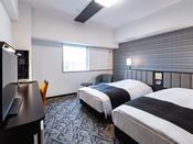 【ツインルーム】広さ23平米・ベッド幅110cm×2台充電に便利な枕元コンセント完備・Wi-Fi接続無料