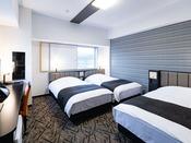【トリプルルーム】広さ23平米・ベッド幅110cm×3台充電に便利な枕元コンセント完備・Wi-Fi接続無料
