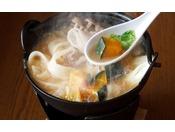 お席で作る甲州名物ほうとう鍋※画像はイメージです。