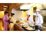 ライブキッチンで出来立てのお料理を!※画像はイメージです。