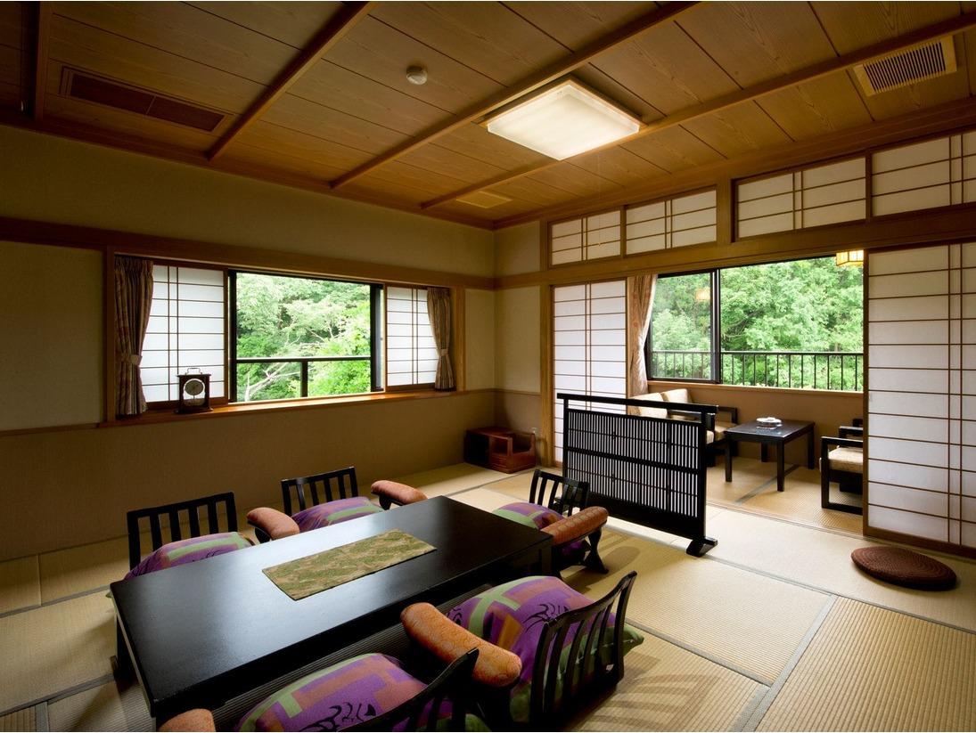 ゆったりとお過ごしいただける広めの和室となっております。