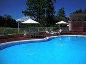 長年愛されているお子様サイズの屋外プール♪無料でご利用いただけます(オープン:7月末~8/25頃迄※気温により変更になる場合がございます)