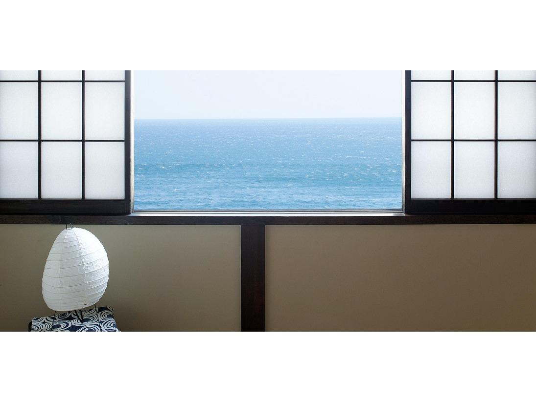 <客室>海を眺めて、ただぼんやりと過ごす贅沢な時間を