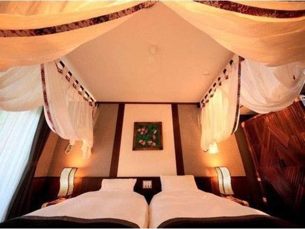 バリ風洋室の寝室