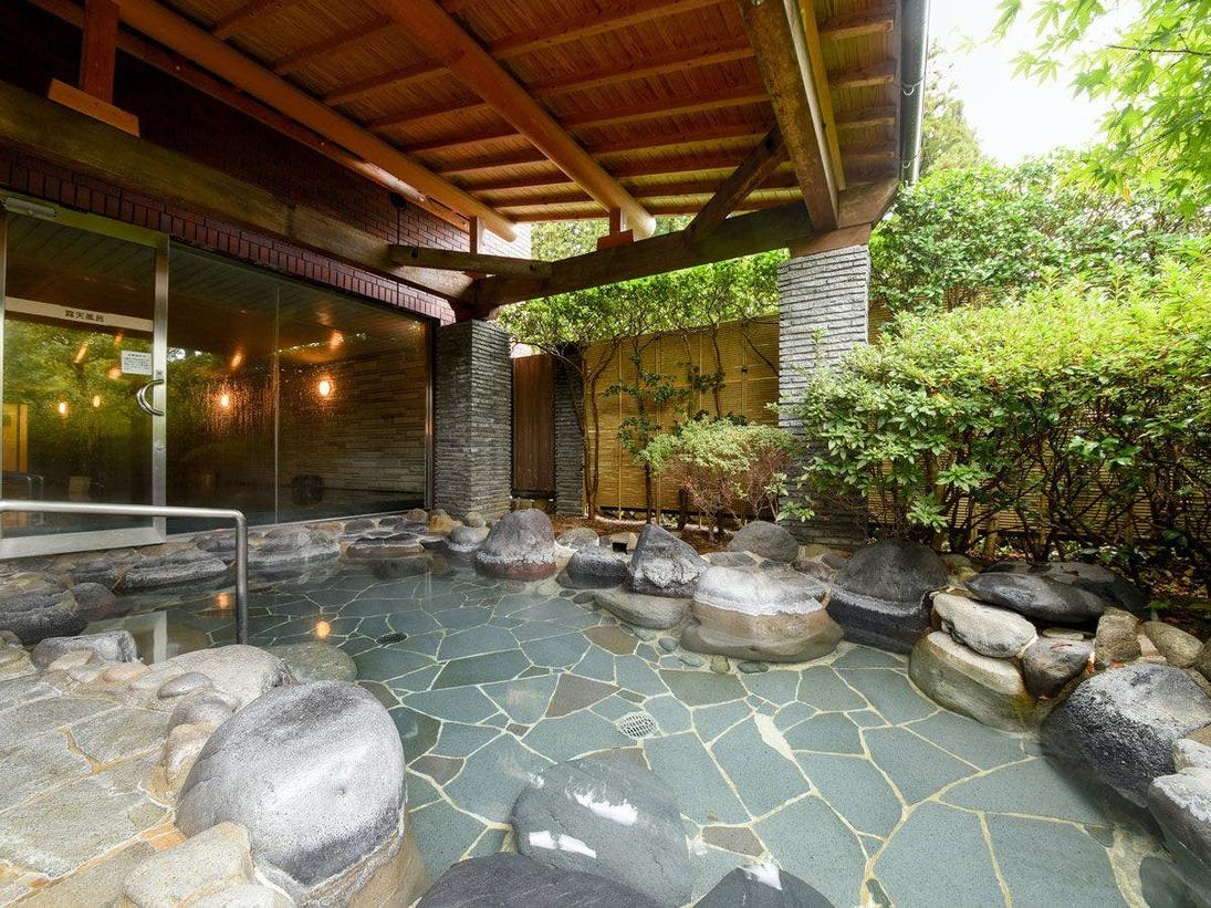 *【露天風呂】下呂温泉の名湯を、開放感ある露天風呂でお楽しみください