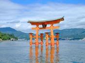 厳島神社・鳥居(路面電車とフェリーで約60分)