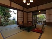 【73番 主室10畳】73番の離れのお部屋を、大正浪漫の雰囲気を大切に改修いたしました。