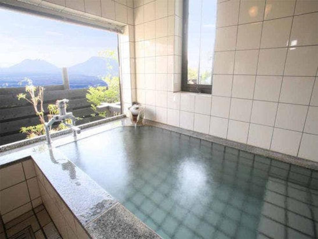 お風呂は展望風呂。景色をお楽しみ下さい。