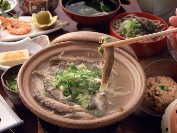 郷土料理の一品。栄養満点!どじょう鍋です