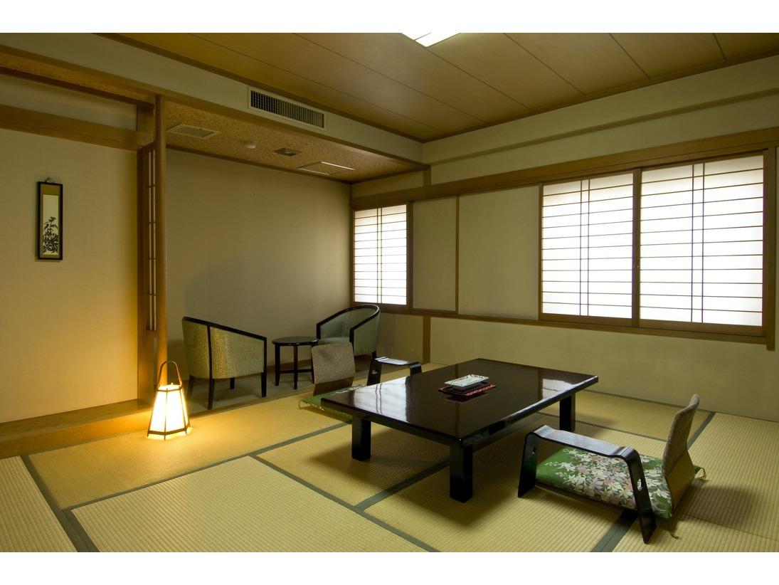 当館の標準的なお部屋です。和室10畳バス・トイレ付。椅子テーブル付、又は上がり端3畳付タイプ