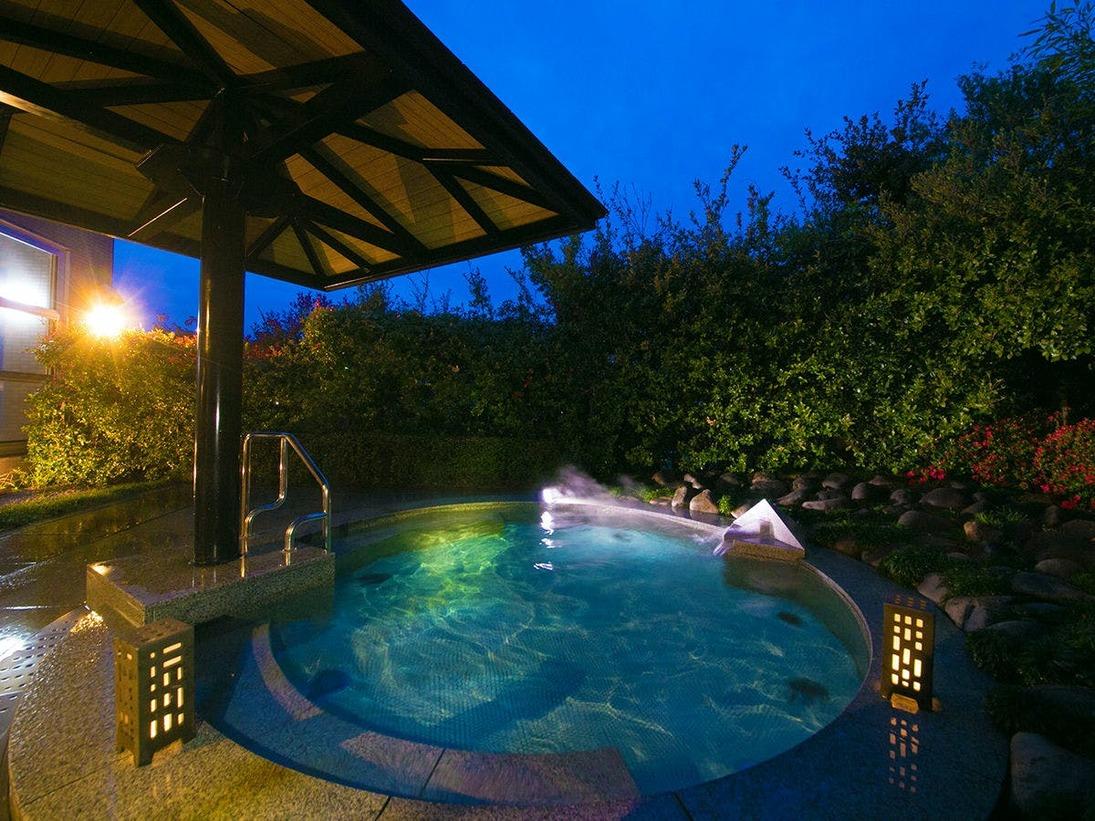 ◆露天風呂-男湯-◆四季折々の風景を眺めながらたっぷりの湯で、1日の疲れをゆっくりと癒して下さい
