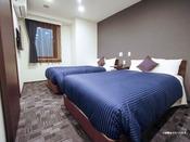 ※3名様以上の場合は添い寝でのご利用になります。スランバーランド製ベッドを導入しております。