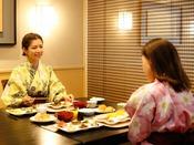 ~半個室食事処『NAGOMI』~ ゆったりと落ち着ける空間でいただく朝食はついつい長居したくなります。