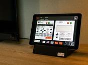 【客室内タブレット】TVリモコン、エアコン調節、館内施設の混雑状況確認などをタブレット1台に集約