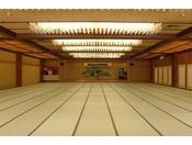 ~大宴会場~ グループ様でご利用のお客様には個室の宴会場をご用意致します(写真は当館で一番大きい宴会場です)。