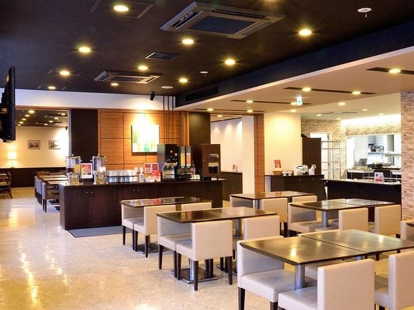 ◆レストラン「HATAGO」奥まで広々利用可能