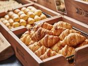 【朝食】朝食人気の一つ「朝焼きクロワッサン」は絶品。トースターで少し温めてからがオススメです。