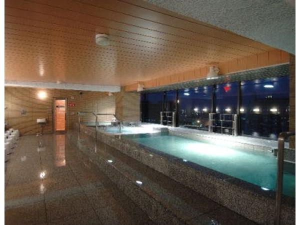 立山連峰一望の最上階展望大浴場。