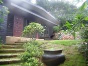 離れ家リスの庭 わんちゃんと一緒に専用の庭で遊べます