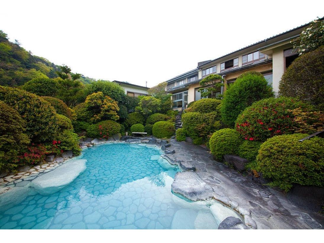 【ミルキーブルーの湯】岡本屋人気の露天風呂温泉