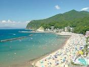 西伊豆最大の砂浜を誇る土肥海水浴場へは徒歩3分、お散歩に最適。