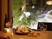 レストラン「四季膳」ゆったりとした時間が流れる空間で、お風呂上がりにゆっくりと特別な会席をおたのしみください。