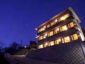 「寿海亭」の外観・間人の高台からの景色は絶景です。