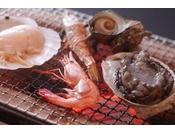 サザエやアワビや海老やイカ類 海鮮8種炭火焼きは香ばしく焼き上げて♪
