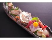 【夏限定】岩牡蠣を含む新鮮お魚のお造り