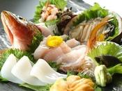 お魚好きには堪らない間人漁港で水揚げされた地魚のお造り!※プランによってお造りの量や種類が変わります。