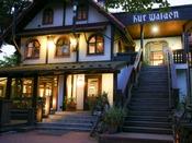*【外観】清里「萌木の村」内のクラシックホテル。バーやレストランもご利用下さいませ。