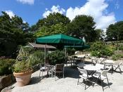 *【清里 萌木の村】ようこそ、八ヶ岳南麓おさんぽ村へ。ガーデンには、素敵なお店が点在しています。