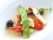 *【ご夕食 基本清里コース お魚料理一例】季節の野菜やハーブを使ったお料理をご用意いたします。