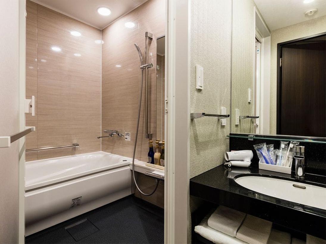 【風呂】デラックスシングル デラックスシングルルームはバスルーム・トイレがセパレートとなっております。
