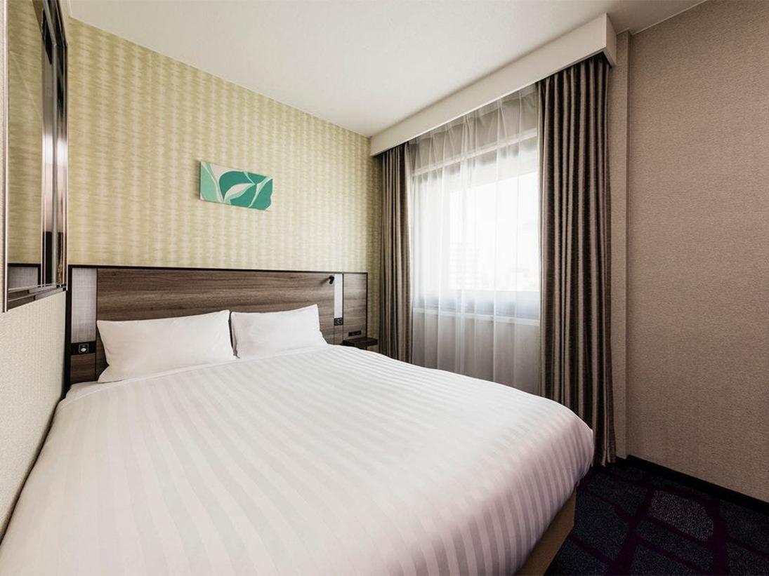 【客室】デラックスシングル・部屋広さ…18m2・宿泊人数…1~2名・ベッド幅…140cm