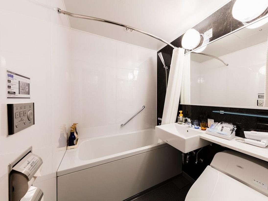 【風呂】バスルーム シングル・ダブル・ツインルームのバスルームはユニットバスをご用意しております。