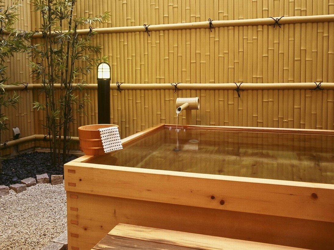 愛宕の湯 ヒノキの露天風呂