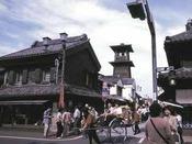 *人力車と蔵の町「川越」の町並み木造の街並みの中を人力車が走っていく・・・ホテルから徒歩15分の蔵の町です。観光にぴったり♪