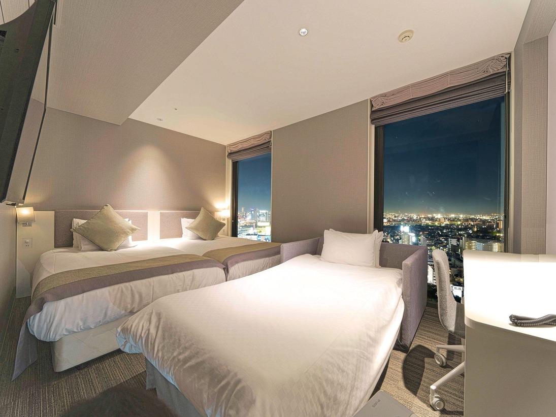 スーペリアツイン+ソファーベッド付客室 24平米ベッドサイズ幅122センチ×2台3名様利用時のソファーベッド設置例 ※窓が1つの場合がございます。