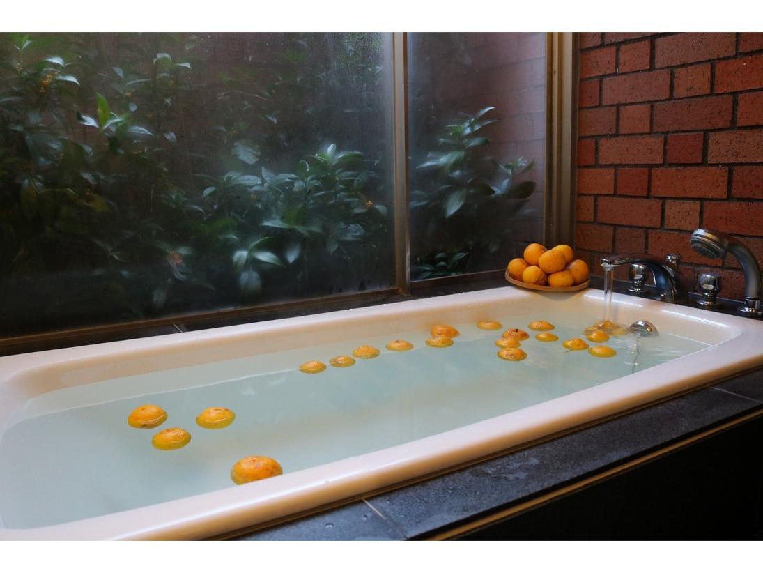 土佐山のゆずは無農薬なので柚子本来のありのままの姿形をしています。