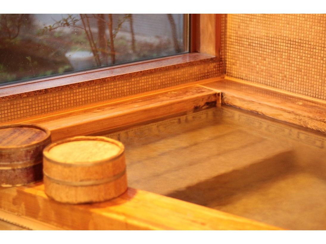 お部屋専用の内風呂です。滞在中いつでも入浴可能です。
