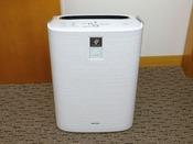 【加湿空気清浄機】乾燥の気になる室内も快適に、空気を清潔に保ちます。※一部客室は加湿器のみ。