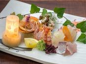 【夕食】お刺身5種盛り/櫟のお部屋専用プランでのご提供。有料グレードアップ/一例