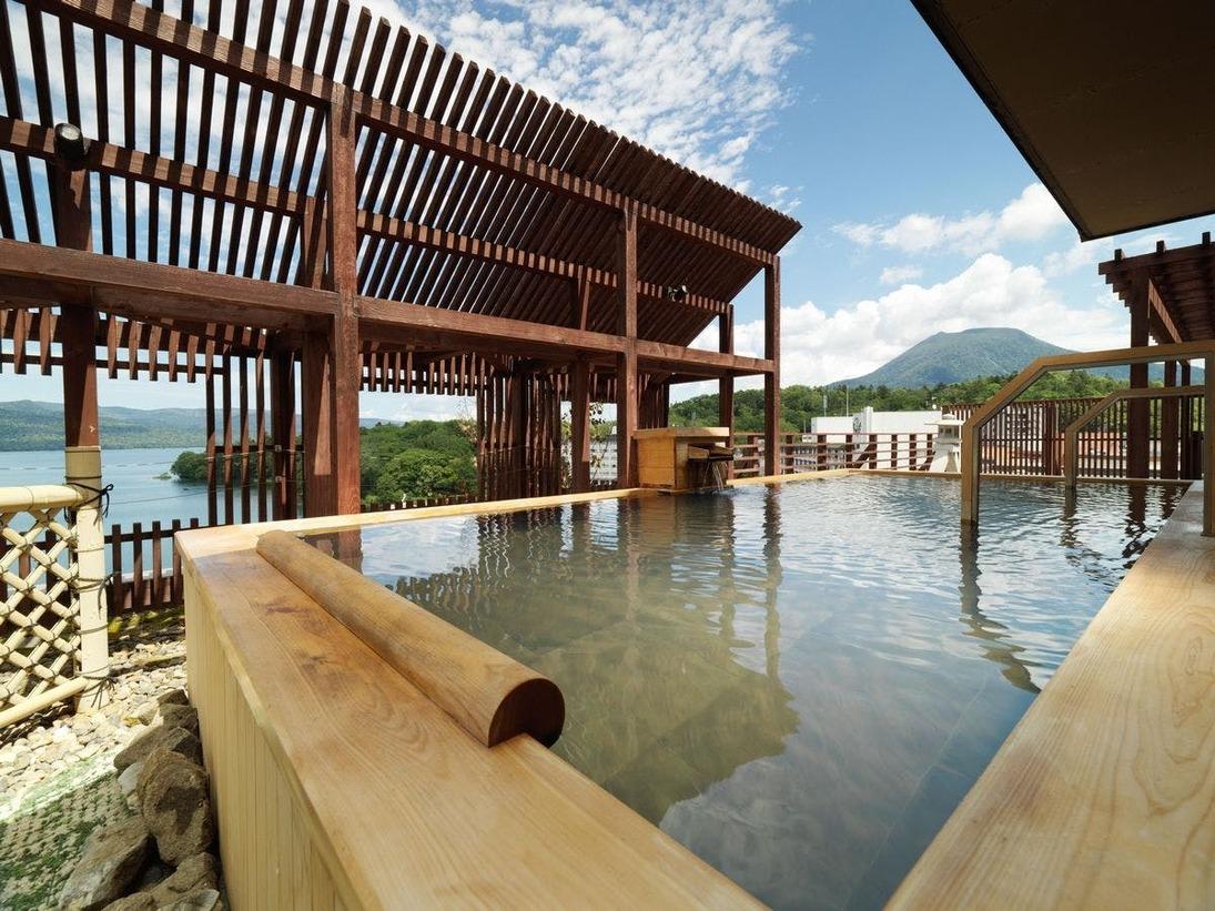 【7階大浴場・石室の湯】金の弓 露天風呂/雄阿寒岳を望むことができます。