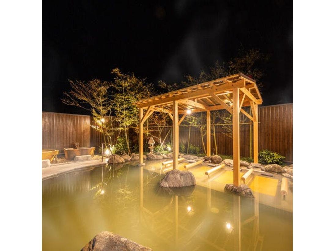 【露天風呂】夜の露天風呂は格別。広い露天風呂でごゆっくり